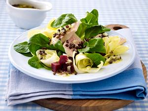 Feldsalat mit Linsen-Vinaigrette und Räucherforelle Rezept