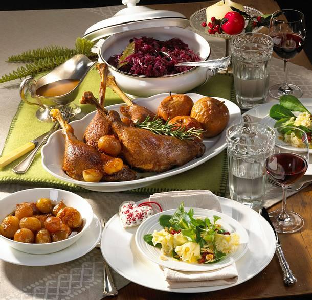 Feldsalat mit Nüssen & Käse-Röschen Rezept