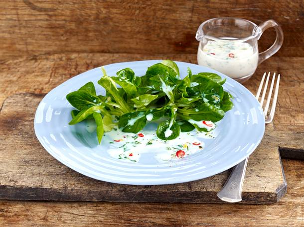 Feldsalat vier mal anders: mit Erdnuss-Wasabi-Vinaigrette Rezept