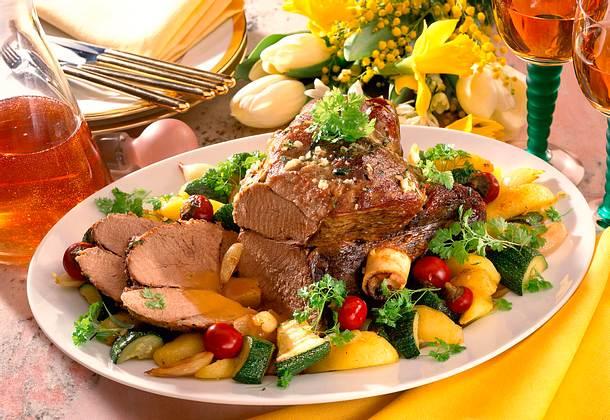 Festliche Lammkeule mit buntem Gemüse Rezept