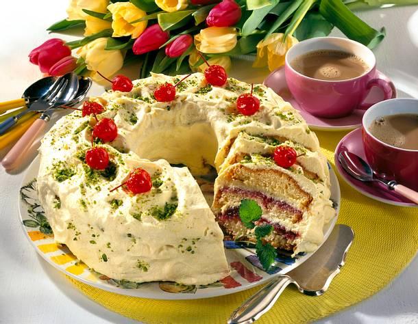 Festlicher Kirsch-Kranz mit Eierlikörcreme Rezept