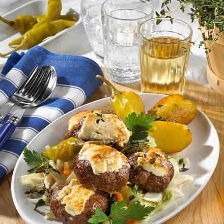 Feta-Hacktaler mit Krautsalat Rezept