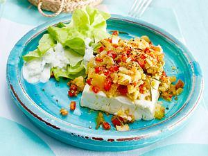 Feta mit Tapenaden-Kruste zu Kopfsalat mit Tsatsiki-Dressing Rezept
