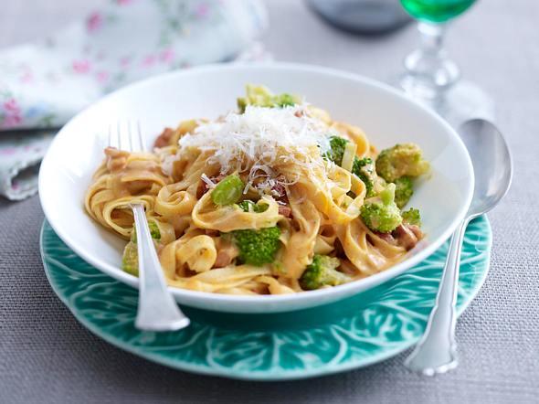 Fettuccine mit Brokkoli in Tomatencreme Rezept