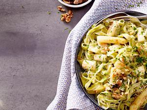 Fettucine mit Spargel-Gruyere-Soße und Bärlauch Christina Richon Rezept