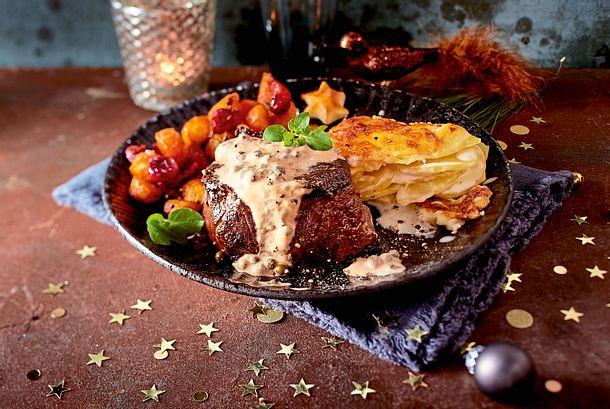 Filetsteak in Pfefferrahm, Gratin und Möhren Rezept