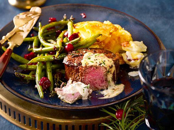 Filetsteak mit Blitz-Hollandaise und Cranberryböhnchen Rezept