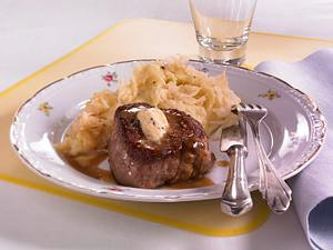 Filetsteak mit getrüffeltem Sauerkraut-Kartoffelpüree Rezept