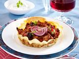 Filo-Teig-Tartelettes mit Hackfleisch, roten Zwiebeln und Oliven (Croustade) Rezept