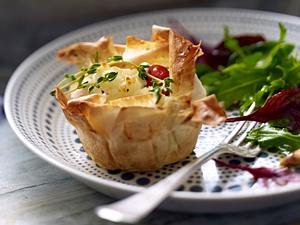 Filoteig-Muffins mit Feta und Kirschtomaten Rezept