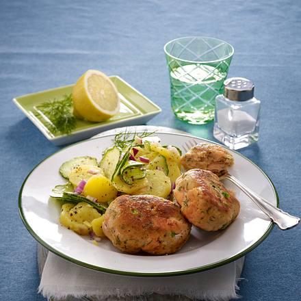 Fisch-Frikadelle mit Kartoffel-Gurken-Salat Rezept