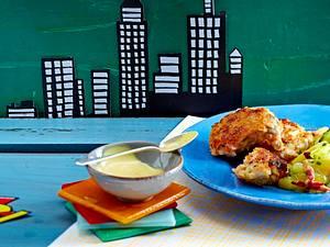 Fisch-Frikadellen mit Speckkartoffelsalat und Senf-Honig-Dip Rezept