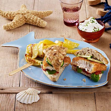 Fischburger mit Kartoffelecken und Quarkdip Rezept