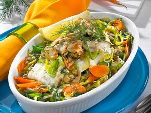 Fischfilet im Gemüsebett mit Porree-Champignon-Haube Rezept