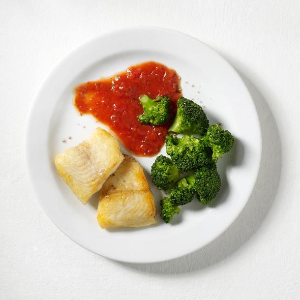 Fischfilet mit Broccoli und Tomatensoße Rezept
