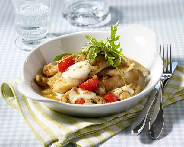 Fischfilet mit Champignon-Tomatenhaube auf Röstbrot Rezept