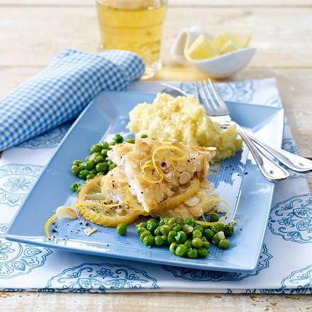 Fischfilet mit Mandelkruste in Zitronensoße mit Erbsengemüse und Kartoffelpüree Rezept