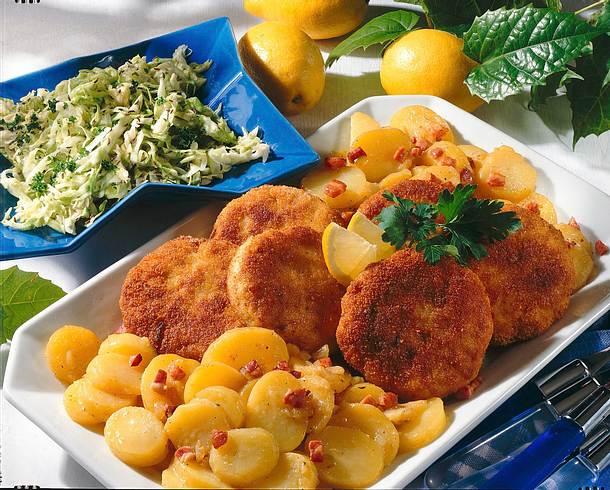 Fischfrikadellen mit zweierlei Salat Rezept