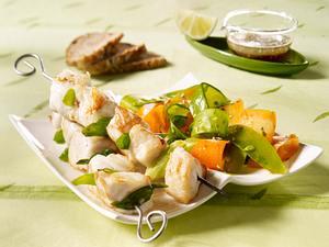 Fischspieß mit Zuckerschoten-Möhren-Salat und Ingwer-Vinaigrette Rezept