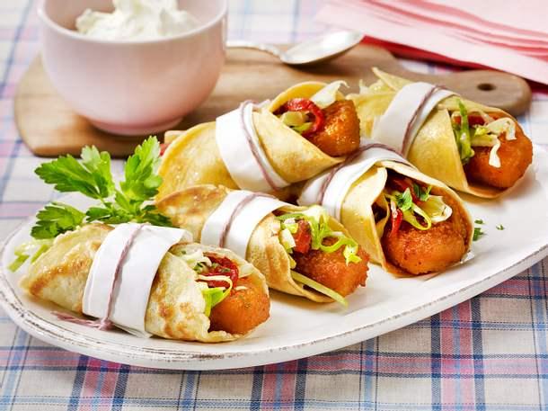 Fischstäbchen-Wrap mit Krautsalat Rezept