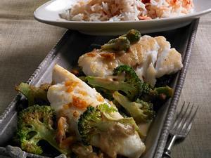Fischstücke mit Broccoli in Erdnusssoße Rezept