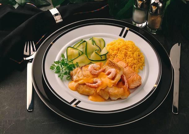 Fischteller mit Safranreis und Zucchinigemüse Rezept