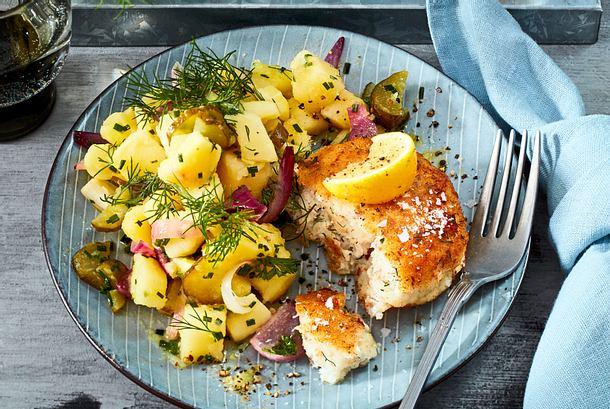Fitte Fischfrikadellen mit Kurkuma-Pastinaken-Salat Rezept