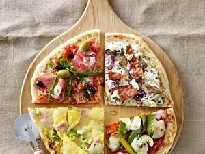 Fladenbrot-Pizza vier mal anders: mit Currycreme, Ananas, Lauchzwiebeln, Geflügelaufschnitt und Bergkäse Rezept