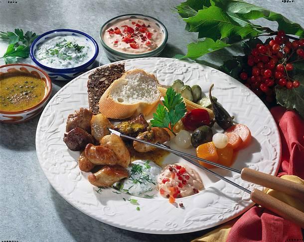 Fleisch-Fondue mit raffinierten Soßen Rezept
