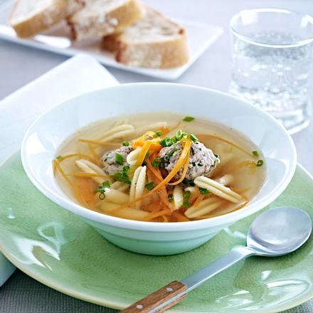 Fleischklößchensuppe mit Nudeln Rezept