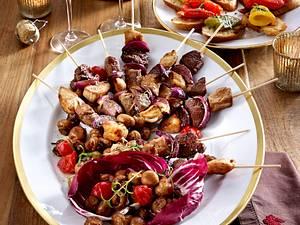 Fleischspieße mit Röstpaprika-Bruschetta und Pilz-Antipasti Rezept