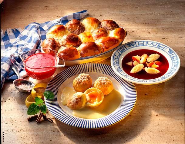 Fliederbeersuppe mit Äpfeln und Grießklößchen Rezept