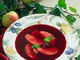 Fliederbeersuppe mit Apfelscheiben Rezept