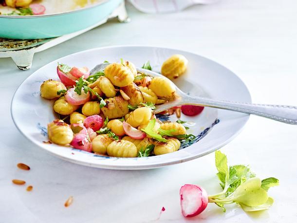 Flugs-aus-der-Pfanne-Gnocchi mit Radieschen Rezept