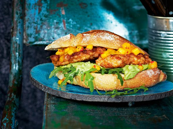 """Fly away""-Chicken-Burger mit Mangosalsa Rezept"