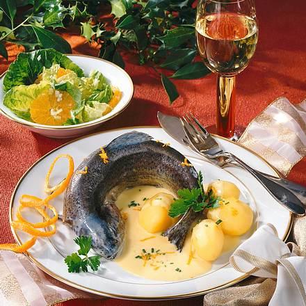 Forelle blau mit Orangen-Meerrettichsoße Rezept