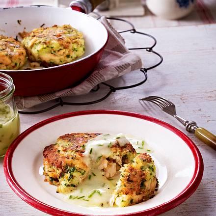 Forellen-Kartoffel-Küchlein aus der Pfanne mit Zitronen-Schnittlauch-Soße Rezept