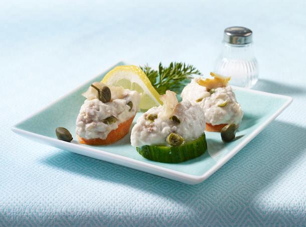 Forellencreme auf Möhren-Gurken-Talern Rezept