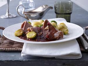 Fränkischer Sauerbraten mit gerösteten Knödeln und Rosenkohl Rezept