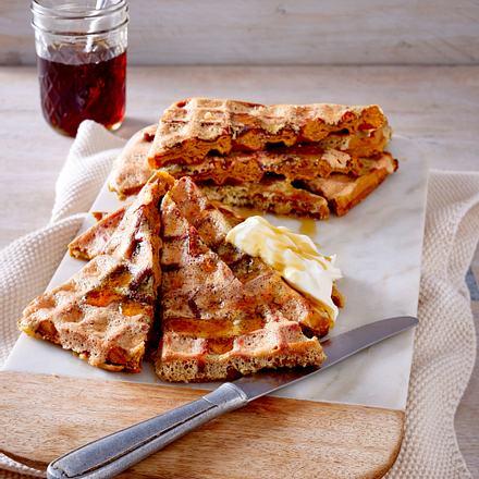 French-Toast-Kürbis-Waffeln mit Schmand und Ahornsirup Rezept