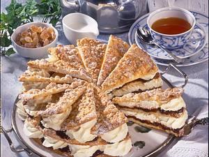 Friesentorte mit Pflaumenmus und Sahne Rezept