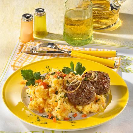 Frikadellen auf Kartoffel-Möhren-Püree Rezept