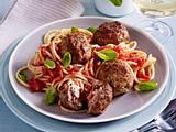 Frikadellen gefüllt mit getrockneten Tomaten, Ricotta, Basilikum auf Spaghetti arrabbiata Rezept