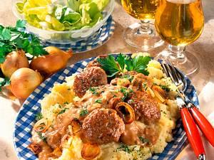Frikadellen mit brauner Zwiebelsoße Rezept