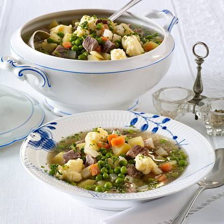 Frische Erbsensuppe mit Grießklößchen Rezept