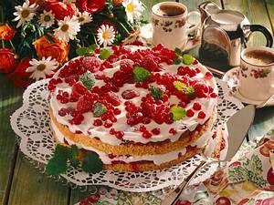 Frische Johannisbeer-Dickmilch-Torte Rezept