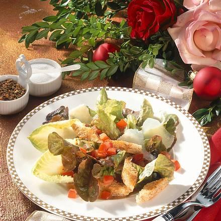 Frischer Salat mit Croûtons Rezept