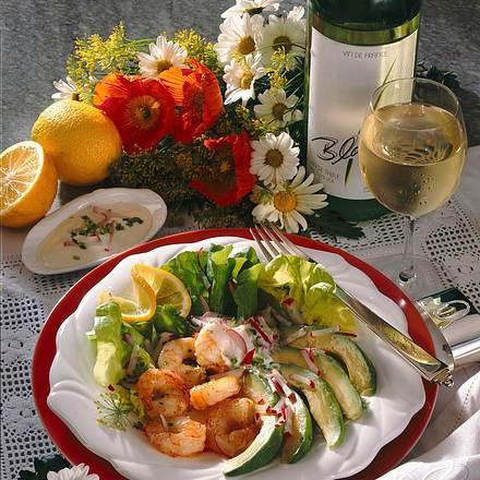 Frischer Salat mit gebratenen Garnelen Rezept