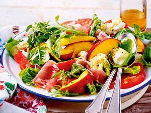 Frischer Sommersalat mit Nektarinen Rezept