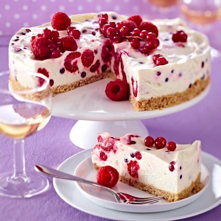 Frischkäse-Beeren-Kuchen mit Keksbröselboden Rezept